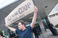 contro la protesta dell'Honduras di colpo Immagine Stock