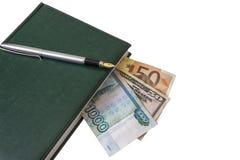 Contro le bugie di un fondo della luce un diario con una penna e una parte di Immagini Stock