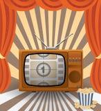 Contro lo sfondo di vecchio set televisivo con il curta Immagini Stock