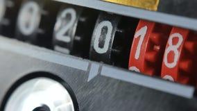 2018 contro numeri di 2019 nuovi anni Insieme del temporizzatore digitale di conto alla rovescia stock footage