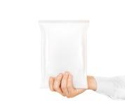 Control ascendente del bocado de la mofa blanca en blanco del bolso a disposición aislado imagen de archivo