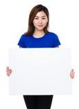 Control asiático de la mujer con la bandera blanca Fotografía de archivo