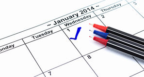 Control azul. Marca en el calendario en el 1 de enero de 2014 con muchos c Foto de archivo libre de regalías