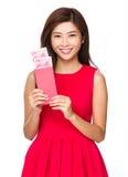 Control chino de la muchacha con el bolsillo rojo con RMB Fotos de archivo