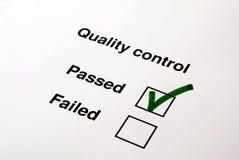 Control de calidad - sí fotos de archivo