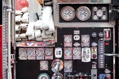 Control de la bomba del coche de bomberos Imagen de archivo libre de regalías