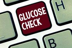 Control de la glucosa del texto de la escritura Procedimiento del significado del concepto que mide la cantidad de azúcar en la s fotos de archivo libres de regalías