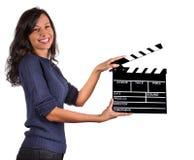 Control de la muestra de Clapperboard por las manos femeninas Imagen de archivo libre de regalías