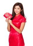 Control de la mujer con el bolsillo rojo Fotografía de archivo libre de regalías