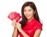 Control de la mujer con el dinero de la suerte Foto de archivo libre de regalías