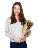 Control de la mujer con la carpeta Fotos de archivo libres de regalías