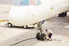 Control de la rueda delantera de aviones Foto de archivo libre de regalías