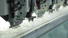 Control de máquina industrial del bordado por el ordenador en la materia textil metrajes