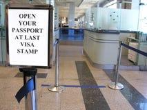 Control de pasaportes Imagen de archivo libre de regalías