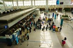 Control de pasaportes en el aeropuerto internacional en Vietnam imagen de archivo libre de regalías