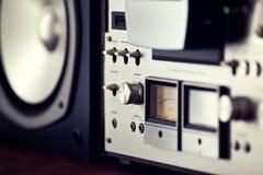 Control de salida analógica de la cubierta abierta del carrete del estéreo Foto de archivo