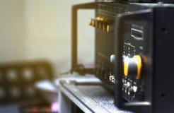 Control de volumen anaranjado del amplificador audio imágenes de archivo libres de regalías