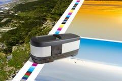 Control del color de la medida del instrumento de la medida del espectrofotómetro fotos de archivo