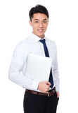 Control del hombre de negocios con el ordenador portátil Foto de archivo libre de regalías