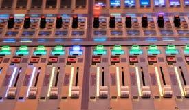 Control del mezclador de sonidos Fotografía de archivo libre de regalías