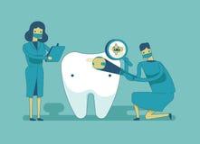 Control encima del diente, concepto dental del dentista Imagenes de archivo