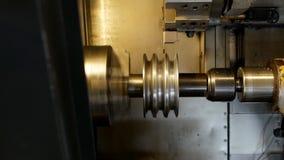 Control numérico del torno moderno automático para la fabricación y proceso de los productos de metal y de la ingeniería, industr metrajes