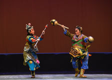 """The control and the pike Pratia-Peking opera """"Little Worriors of Yeuh's family"""" Royalty Free Stock Photography"""