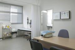 Control y exploración médicos del sitio de la niñez de la cirugía del hospital Imagenes de archivo