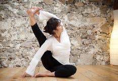 Control y yoga del cuerpo Imágenes de archivo libres de regalías