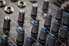 Controlador audio análogo profissional dos seletores de EQ imagem de stock