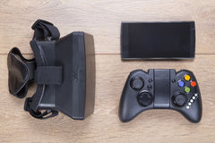 Controlador do jogo, auriculares de 3d VR e móbil Foto de Stock Royalty Free