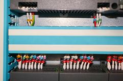 Controlador preto com fios numerados coloridos conectados fotografia de stock royalty free