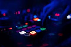 Controlador profissional do DJ para misturar a música eletrônica imagens de stock royalty free