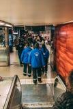 Controladores do bilhete l? na maneira ? plataforma do metro de controlar os bilhetes dos passageiros fotografia de stock royalty free