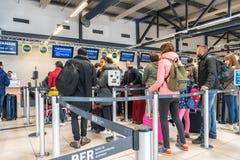 Controle bij de luchthaven stock foto