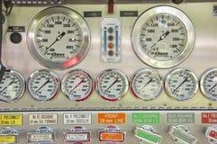 Controle da bomba do carro de bombeiros Fotos de Stock Royalty Free