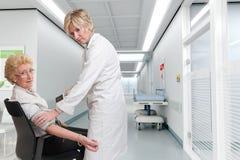 Controle da pressão sanguínea no hospital Imagens de Stock