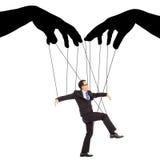 Controle da sombra das mãos pretas uma ação do homem de negócios Fotografia de Stock Royalty Free