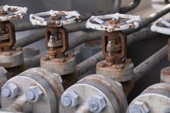 Controle da válvula no patim da turbina Muito válvula ajustada para o processo e o controle de produção do controle pelo ser huma Foto de Stock