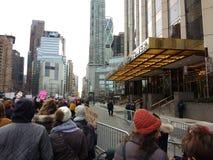 Controle de multidão, hotel internacional do trunfo & torre, ` s março das mulheres, Central Park ocidental, NYC, NY, EUA Fotos de Stock