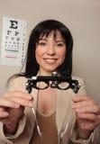 Controle do eyesight do Optometrist fotografia de stock royalty free