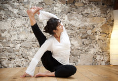 Controle e ioga do corpo Imagens de Stock Royalty Free