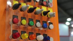 Controle industrial dos botões video estoque