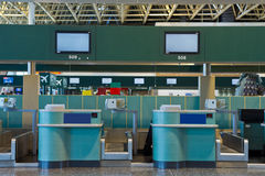 Controle op gebied in de luchthaven stock foto's
