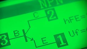 Controle van het nut van de transistor stock footage