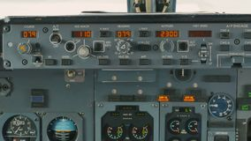 Controlebord van vliegtuig stock video