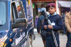 Controleert tijdens protest binnen een campagne om geweld tegen vrouwen (VAW) te beëindigen, 2 Dec, 2013 in Katmandu, Nepal Stock Foto's