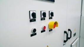 Controlekabinet Relaisbescherming en automatisering van hoogspanningsnetwerken knoopt aan en uit dicht stock videobeelden
