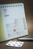 Controlepillen op een kalender Royalty-vrije Stock Afbeeldingen