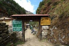 Controlepost op manier aan ebc bij het sagarmatha nationale park royalty-vrije stock foto